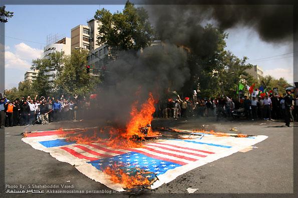 سوزاندن پرچم 60 متری آمریکا، انگلیس، اسرائیلدر چهارراه ولیعصر (عج) در روز قدس